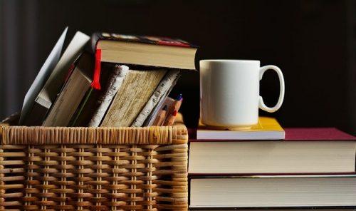 Libros apilados imagen post Mis lecturas segundo semestre 2020